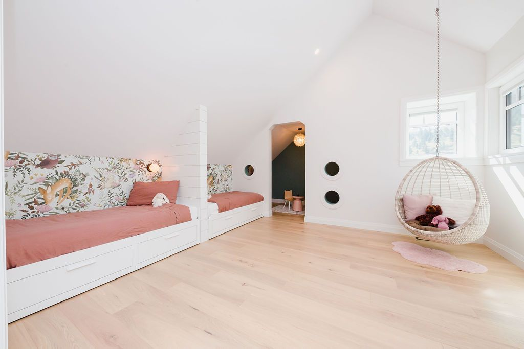 mainbedroom indoors bed family