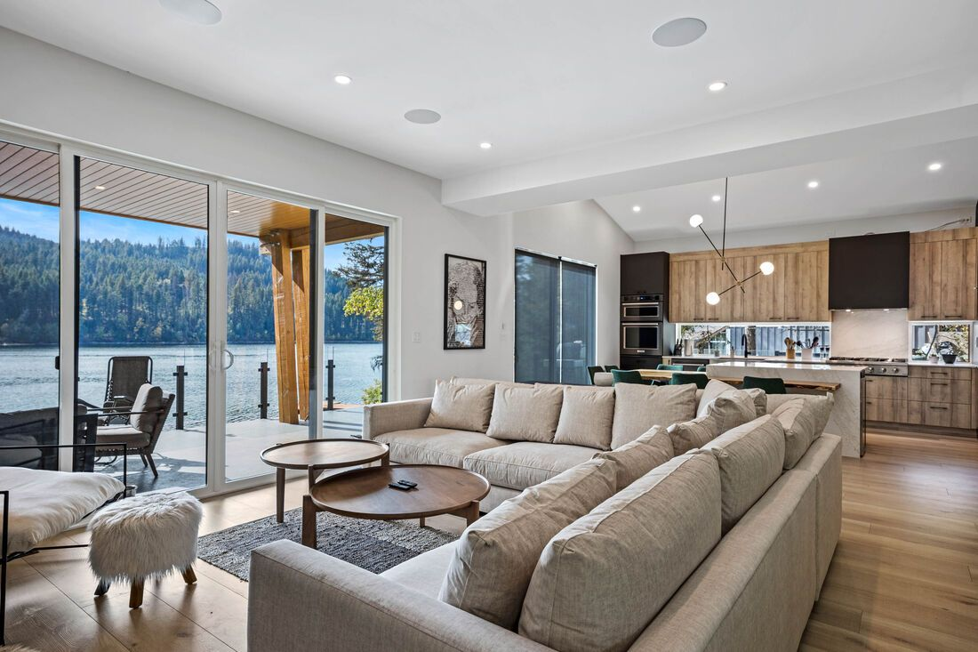 Large comfortable indoor sitting area with a view of the lake